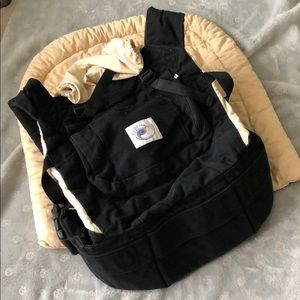 Ergo baby carrier in black w tan infant insert